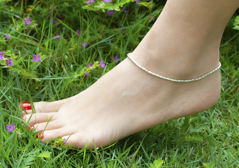 Model wearing silver rice beads anklet from Hill to Street