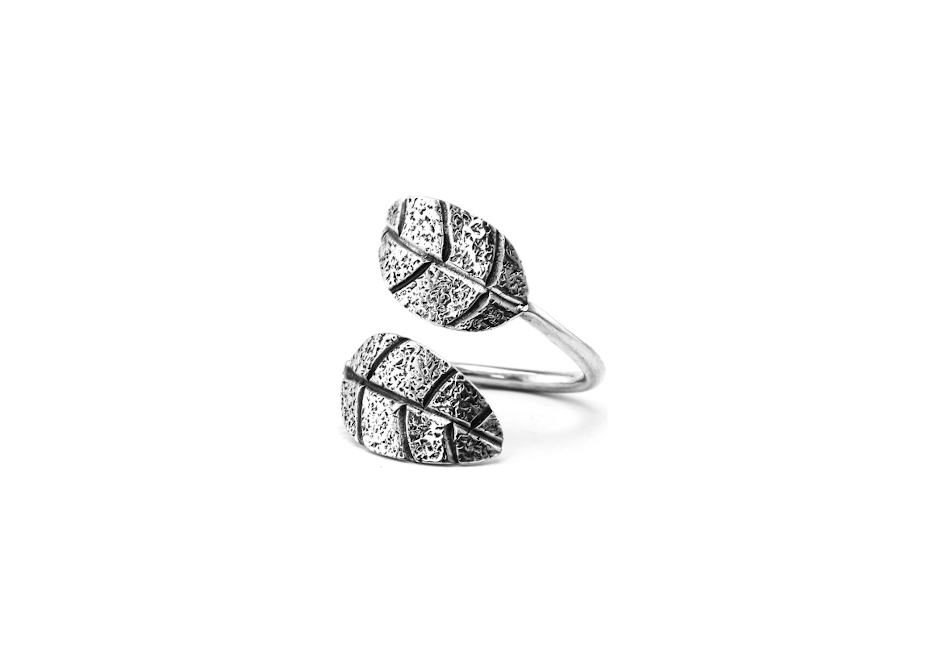 Double leaf wrap-around ring