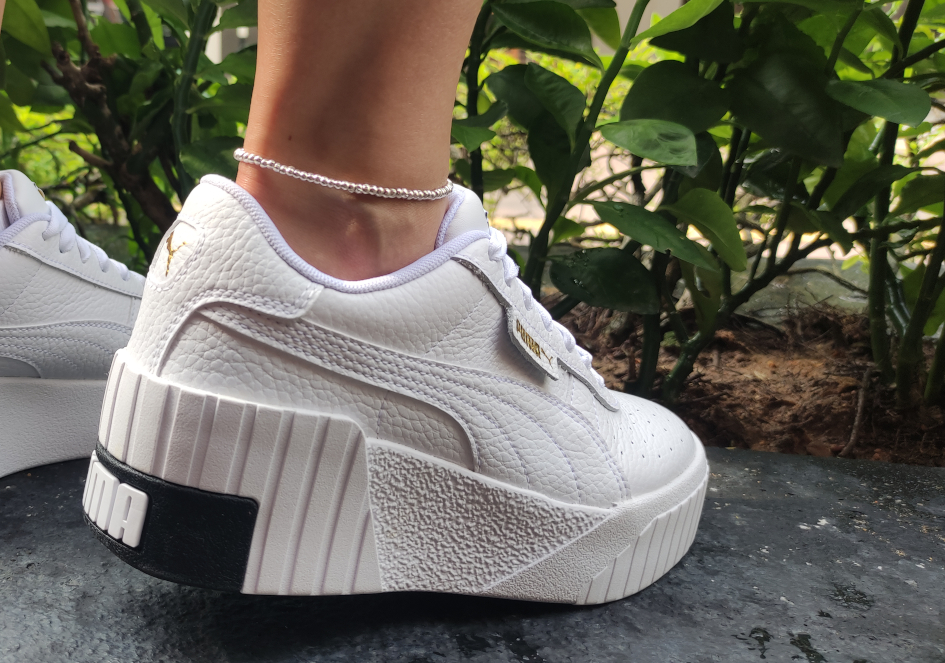 Minimalist silver beads anklet with sport shoes