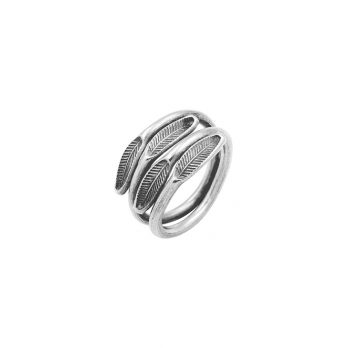 Petite leaf-stamped silver ring from Hill to Street